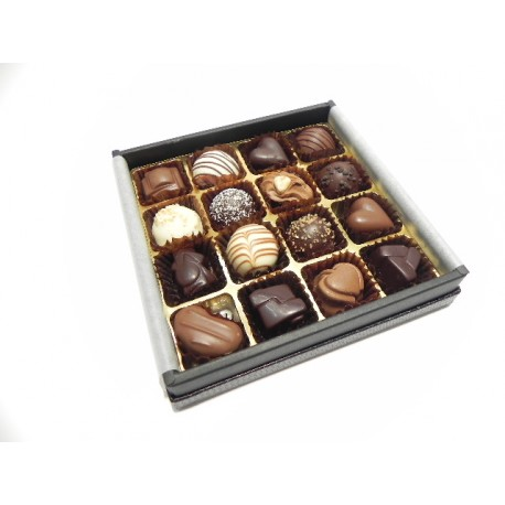Luxury Black 16 Chocolates (1710091)